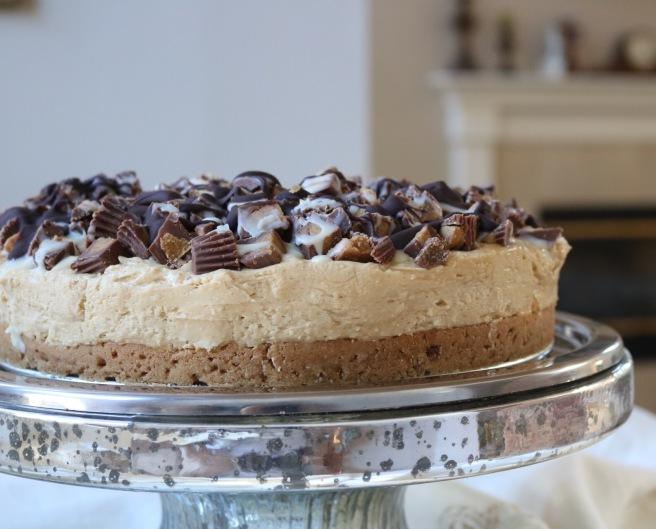 reeses-cheesecake-on-stand