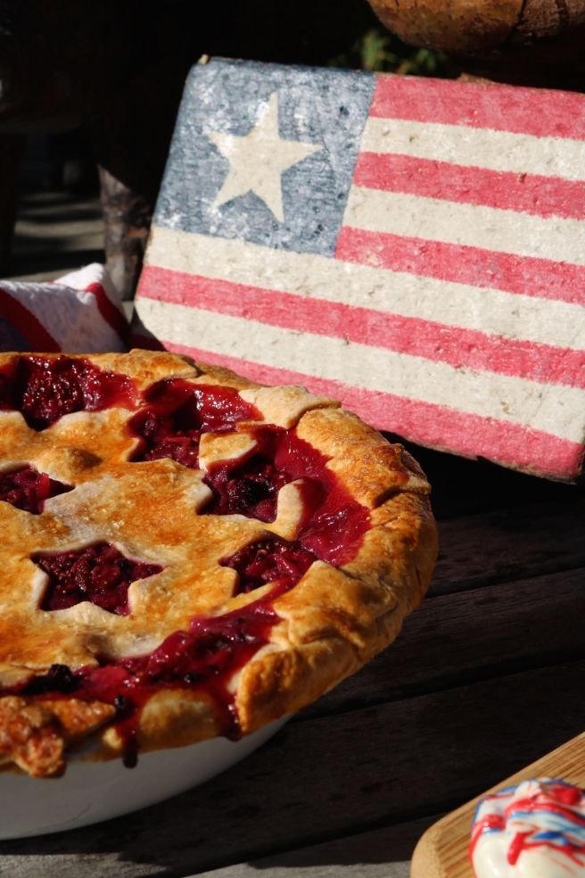 4th of July Berry '17 Pie and Flag
